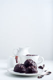 Chocoladezefier en kop van koffie Stock Foto's