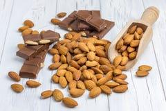 Chocolat à amande et à lait images libres de droits