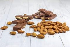 Chocolat à amande et à lait photographie stock