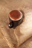 Chocolat écumeux chaud de cappuccino de boissons épousseté Photographie stock
