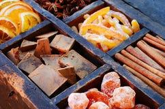 Chocolat amer, oranges sucrées et épices réglés Image stock