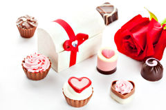 Chocolat assorti en forme de coeur Photographie stock libre de droits