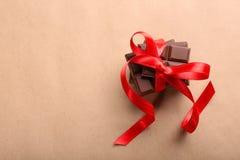 Chocolat avec le ruban rouge Photographie stock libre de droits