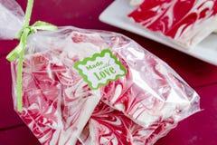Chocolat blanc et écorce rouge de sucrerie de menthe poivrée Photographie stock