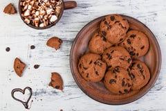 Chocolat chaud avec des biscuits de guimauve et de chocolat Amour Coeur Jour de Valentine Images libres de droits