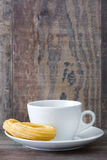 Chocolat chaud avec des churros Petit déjeuner espagnol Images stock