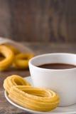 Chocolat chaud avec des churros Petit déjeuner espagnol Image stock
