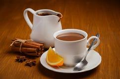Chocolat chaud avec l'orange et les épices Photo libre de droits