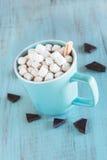 Chocolat chaud de boissons d'hiver de temps froid Image libre de droits