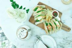 Chocolat chaud et sandwich Images stock