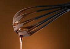 Chocolat chaud sur un battage photo stock