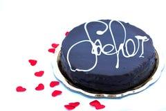 Chocolat d'amour : torte de sacher sur le blanc avec les coeurs rouges Image stock