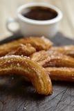 Chocolat d'escroquerie de Churros, un casse-croûte doux espagnol typique Photographie stock libre de droits