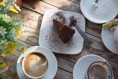 Chocolat de gâteau au café de petit déjeuner image stock