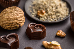 Chocolat en forme de coeur foncé Image stock