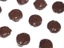 Chocolat enduit sur le fond blanc Images stock