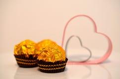 Chocolat et coeurs pour le jour de valentines Photographie stock