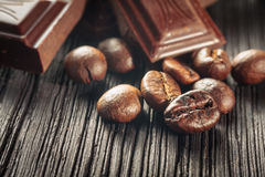 Chocolat et grains de café Images stock