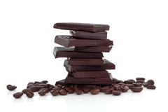 Chocolat et grains de café foncés Photos stock