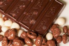 Chocolat et noix photographie stock libre de droits