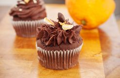 Chocolat et orange de petit gâteau Photographie stock