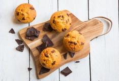 Chocolat fait maison Chip Muffins photographie stock