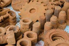 Chocolat foncé Boulons et écrous faits de chocolat Images stock