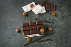 Chocolat noir et blanc Image stock
