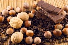 Chocolat, noix et café Photographie stock libre de droits