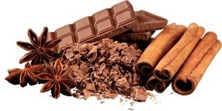 Chocolat râpé avec Cinnamons, anis et photographie stock