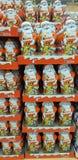 Chocolat Santa Kinder dans le supermarché photographie stock