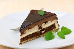 chocolat - secteur de nougat avec de la crème photo libre de droits