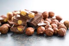 Chocolat sucré avec des noisettes Image libre de droits