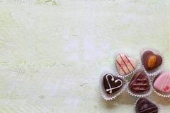 Chocolat sur la vieille table en bois Photos libres de droits