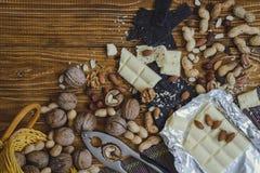 Chocolat sur le fond en bois photos libres de droits