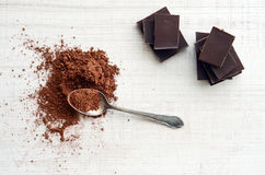Chocolate bars with heap of cacao powder Royalty Free Stock Images