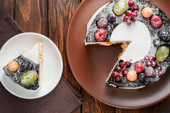 Chocolate berry cake on plate over brown wooden background Stock Photography