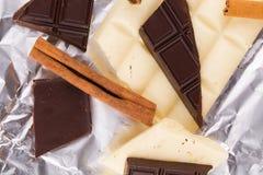 Chocolate blanco y oscuro Imágenes de archivo libres de regalías
