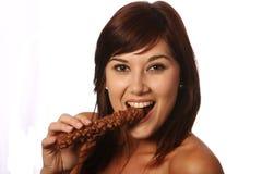 Chocolate bonito que come a menina fotografia de stock