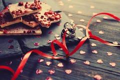 Chocolate branco com framboesas secadas Fotografia de Stock