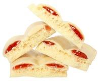 Chocolate branco do montão com fim do doce de morango acima Imagem de Stock