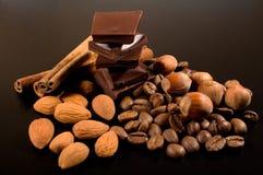Chocolate, café, canela e porcas Fotos de Stock