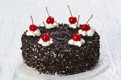 Chocolate cake with cherry Royalty Free Stock Images