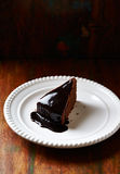 Chocolate cake with dark chocolate glaze Royalty Free Stock Images