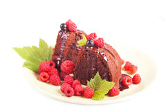 Chocolate cake with fresh berry Royalty Free Stock Photos