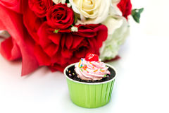 Chocolate cake and roses on white background Stock Photography
