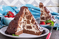 Chocolate cake with sour cream frosting Royalty Free Stock Images