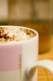 Chocolate caliente con crema Foto de archivo libre de regalías