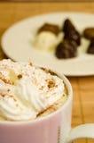 Chocolate caliente con crema Imagen de archivo libre de regalías