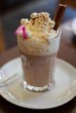 Chocolate caliente con crema en el top Imagen de archivo libre de regalías